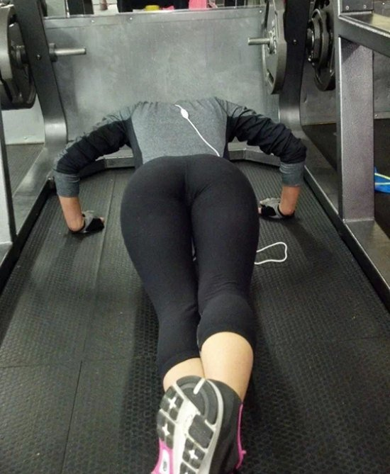 sexy-girls-yoga-pants-22