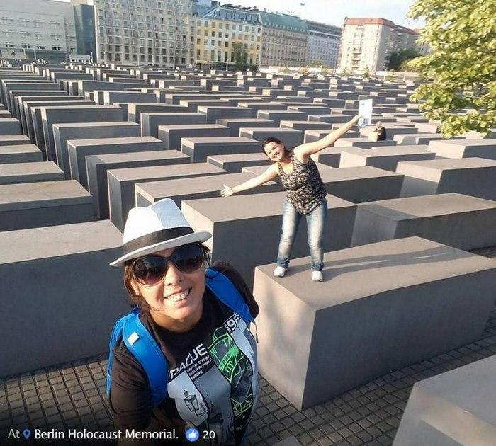 holocaust-memorial-selfies-yolocaust-shahak-shapira-20